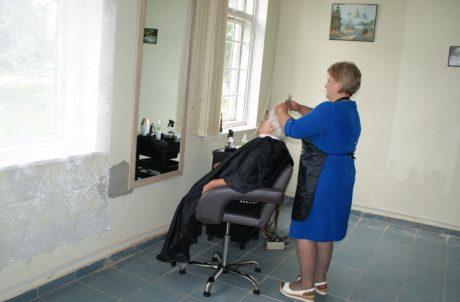 А у нас соціальна перукарня