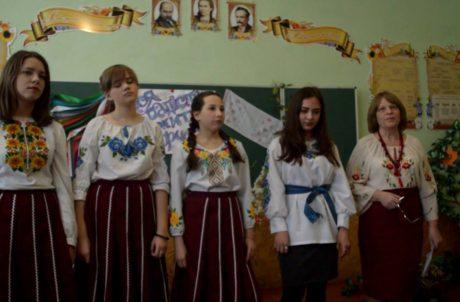 Зачаруйте нас, рідне слово, українська пісне, неповторна музико, барвисті вишиванки!