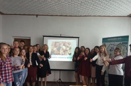 Святкові заходи з нагоди святкування Дня захисту дітей в Гніздичівській ОТГ розпочалися засіданням круглого столу.